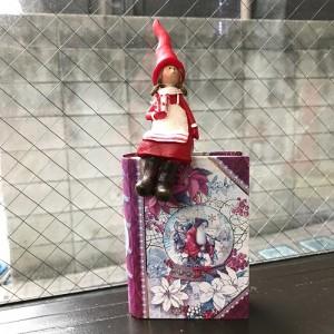 Sitting Santa Girl 900