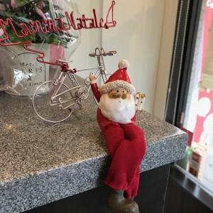 Megane Santa Sitting2 700